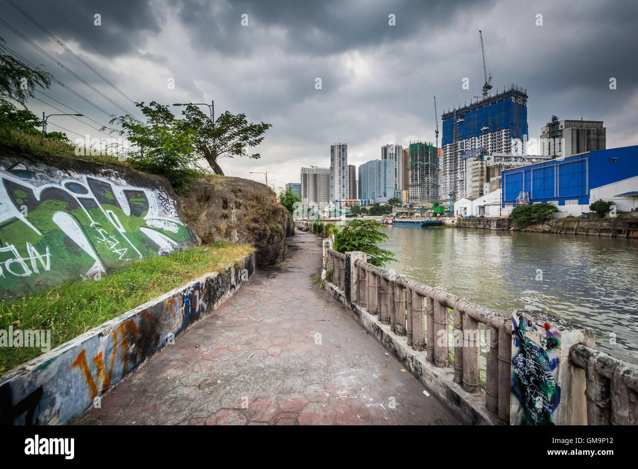 The Pasig River in Makati, Metro Manila, The Philippines. - Stock Image