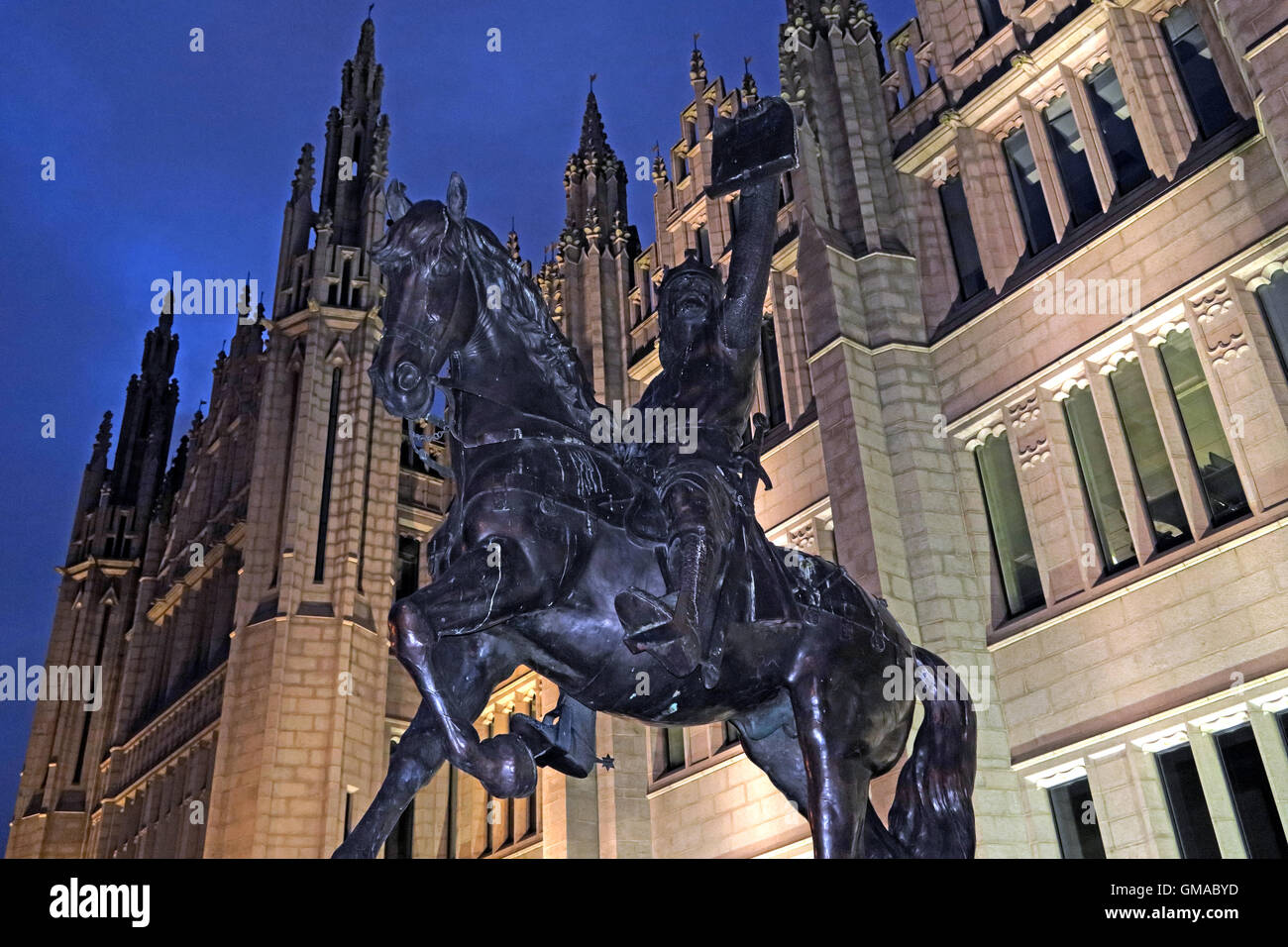 Robert The Bruce statue,Marischal College at dusk, Aberdeen City, Scotland, UK - Stock Image