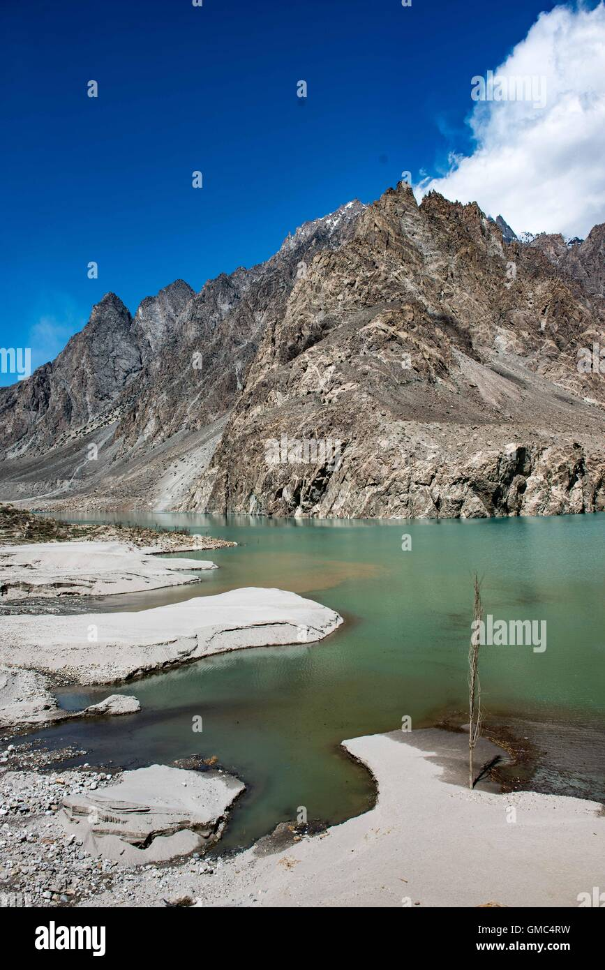 Attabad lake in the Gojal valley, Hunza, Gilgit-Baltistan, Pakistan - Stock Image