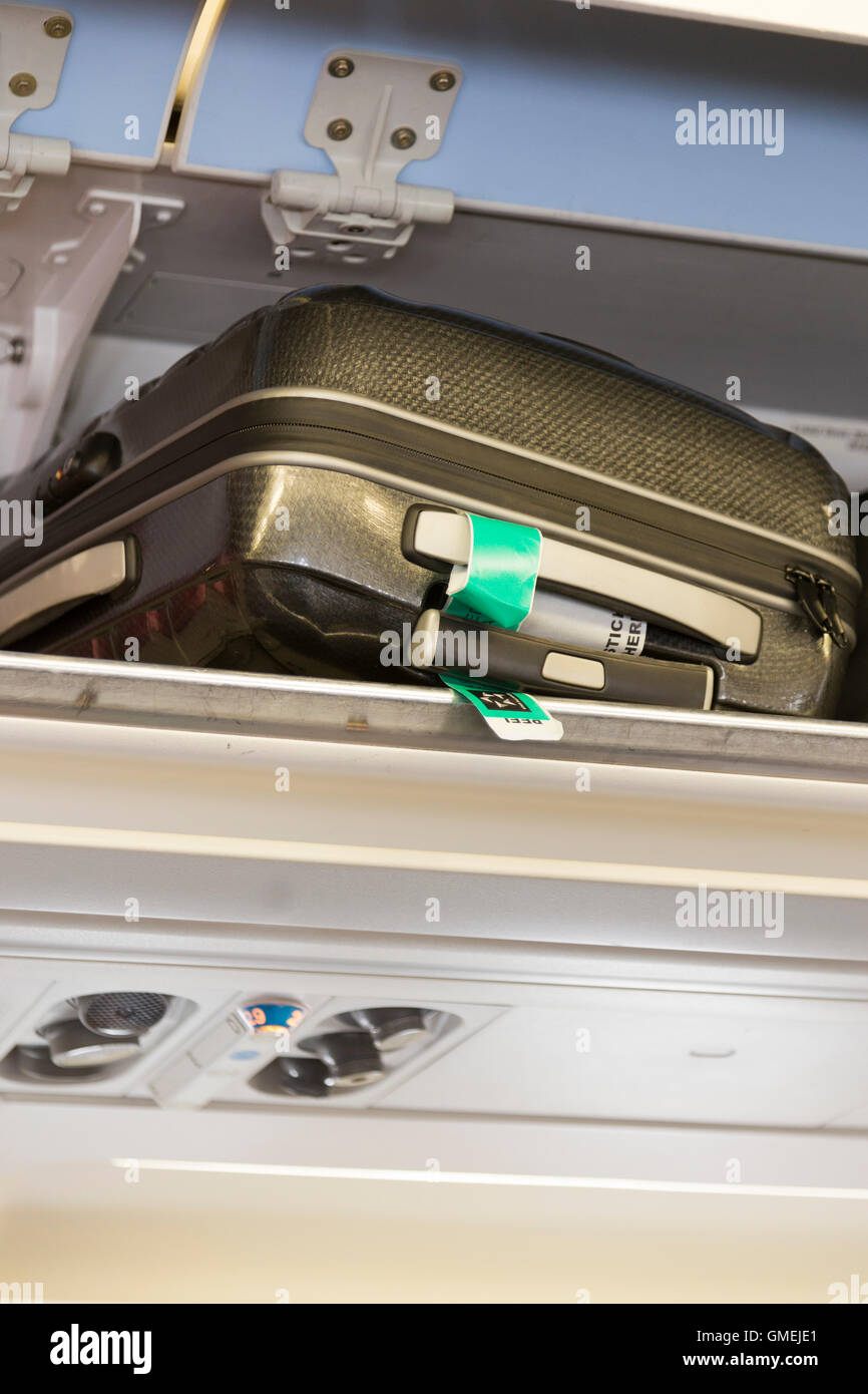 Overhead Compartment Stock Photos Amp Overhead Compartment