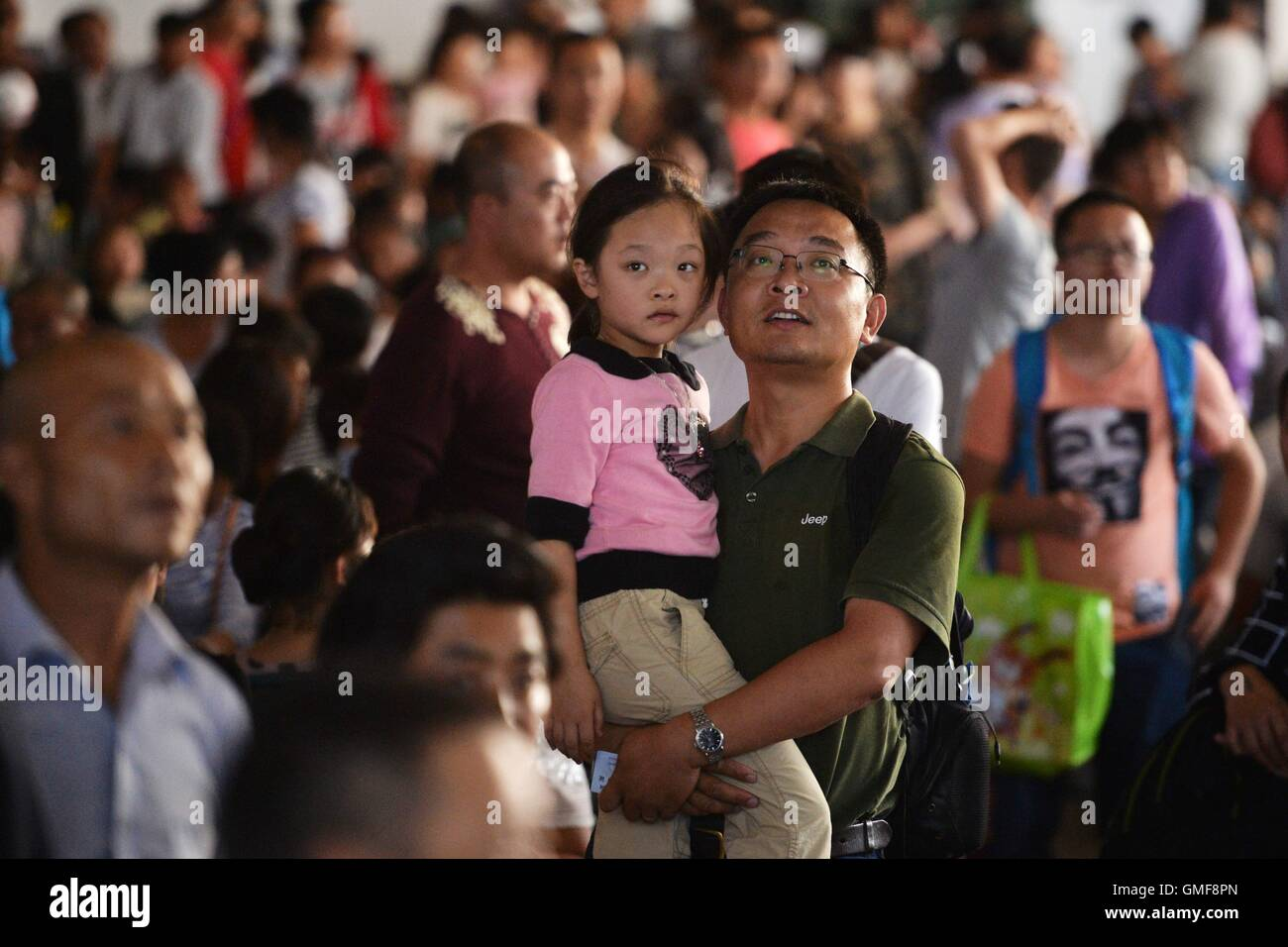 Lanzhou, China's Gansu Province. 26th Aug, 2016. A passenger carrying a child is seen at a waiting room of Lanzhou - Stock Image