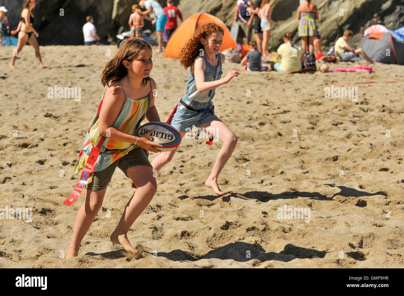 Newquay, UK. 26th Aug, 2016. Lusty Glaze, Newquay, Cornwall. 26th August, 2016. Young Lizzie makes a determined - Stock Image
