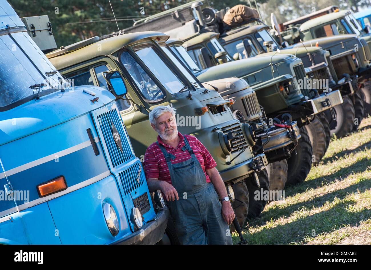 Bad Saarow, Germany. 26th Aug, 2016. Dietmar Forche, co-organiser of the 7th Ural festival, stands on the festival - Stock Image