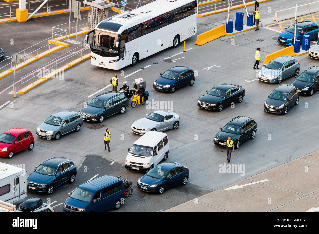England, Dover, port. Three rows of cars being pre-processed by floor walkers to avoid delays at bank holiday before - Stock Image