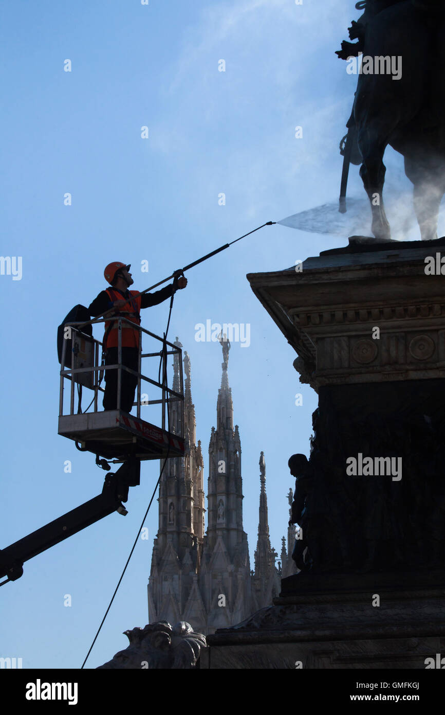Worker cleaning bird droppings using high pressure water from the Monument to King Victor Emmanuel II of Italy designed - Stock Image