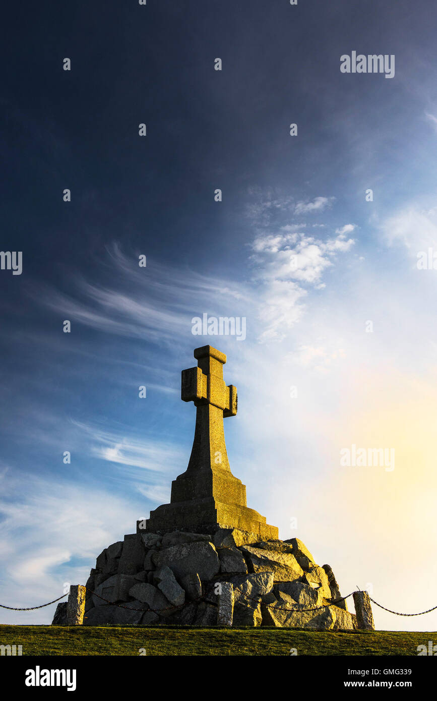 A spectacular sunset illuminates the Newquay War Memorial in Cornwall. - Stock Image