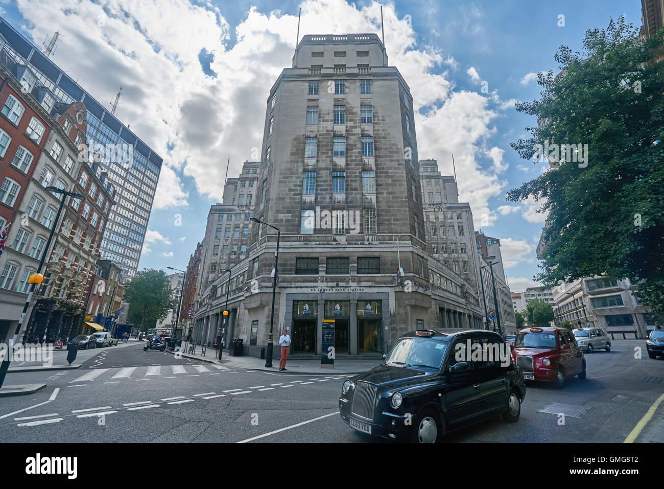 St James Underground. TFL building - Stock Image