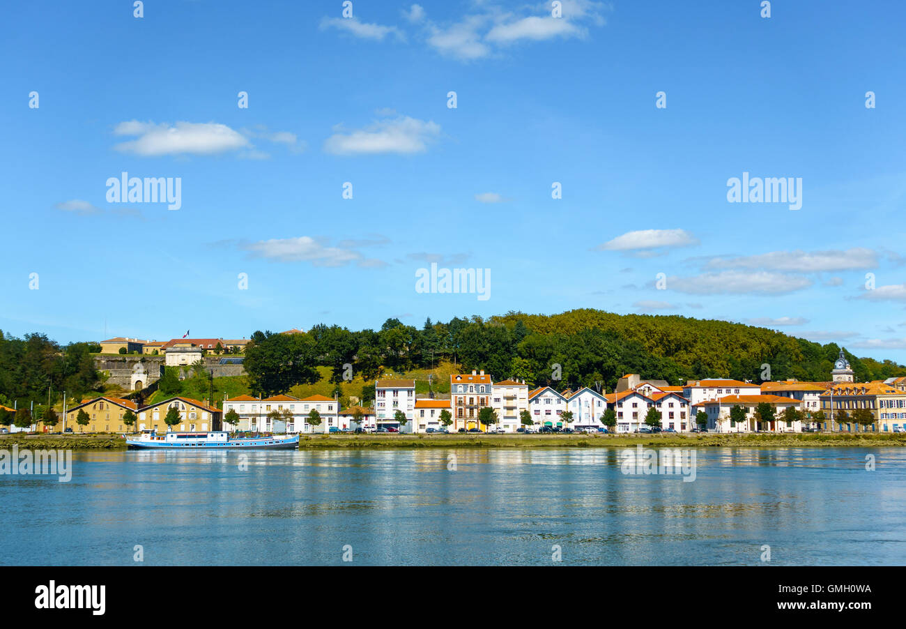 The River Adour and Quai de Lesseps in Bayonne, France - Stock Image