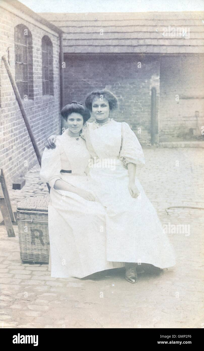 Portrait photograph of sisters Lena and Mabel Smith at the Laundry Works, - Stock Image