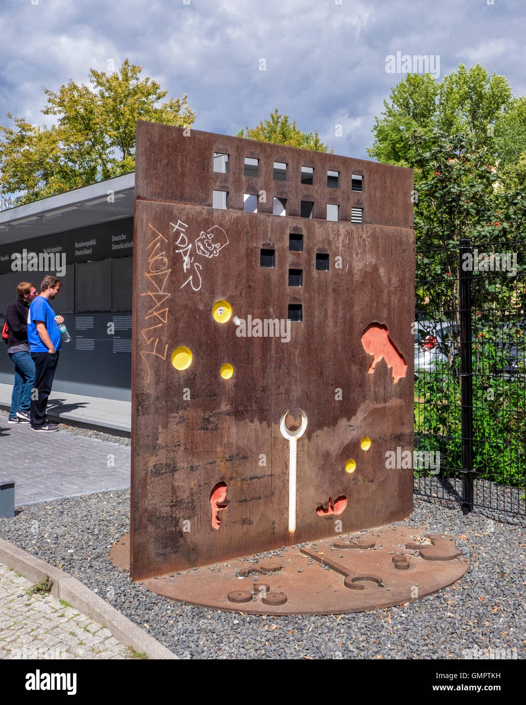Sculpture by artist Eberhard Foest with a Berlin Wall theme. Mitte, Berlin, Germany. - Stock Image
