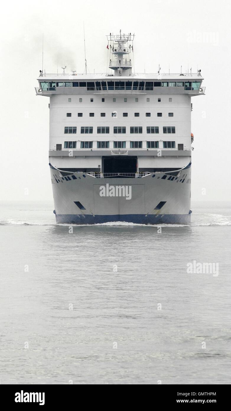 AJAXNETPHOTO. 25TH AUGUST, 2016. PORTSMOUTH, ENGLAND. - BRITTANY FERRIES CROSS CHANNEL CAR AND PASSENGER FERRY MONT Stock Photo