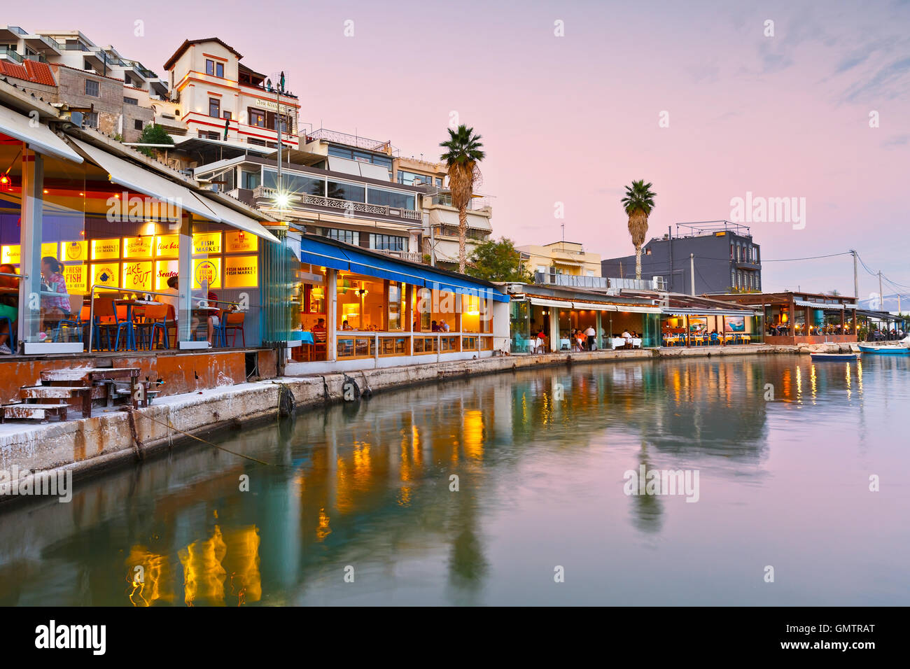 Restaurants and coffee shops in Mikrolimano marina in Athens, Greece. - Stock Image