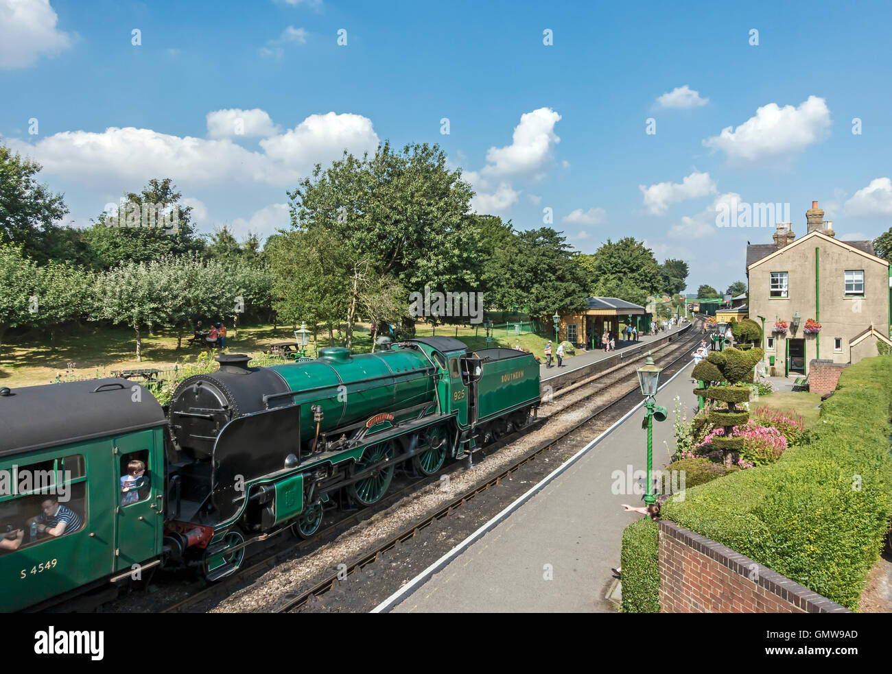 No. 925 Cheltenham steam engine pulling a train into Ropley Station on the Mid Hants Railway - also called the Watercress - Stock Image