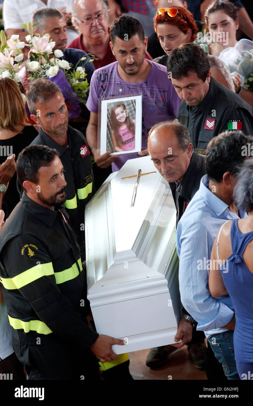 The coffin of a young girl accompanied by her family Ascoli Piceno August 27th 2016. Central Italy was struck by - Stock Image