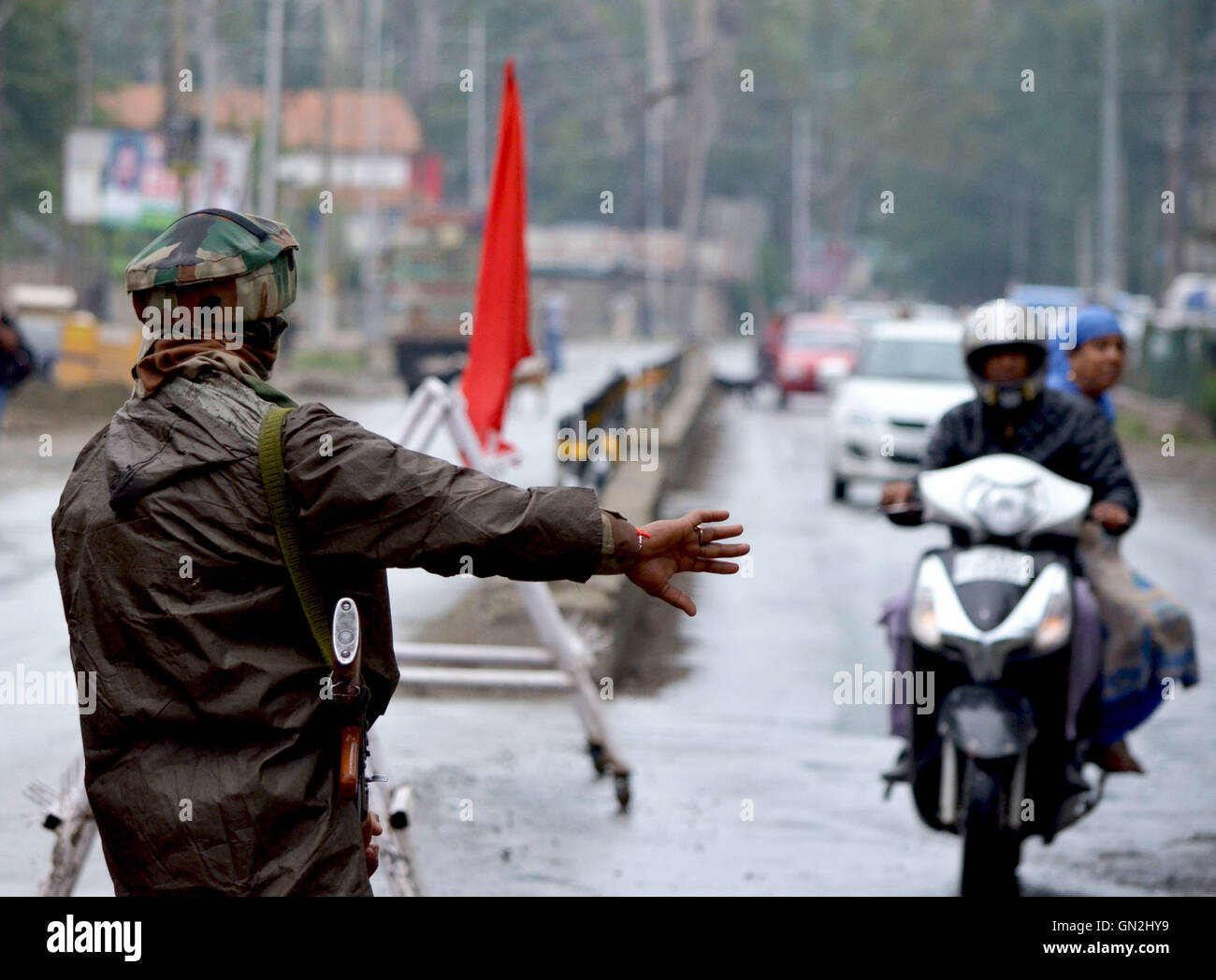 Srinaga, Kashmir. 27th Aug, 2016. An Indian army man stops a scooter in Srinagar the summer capital of Indian controlled - Stock Image