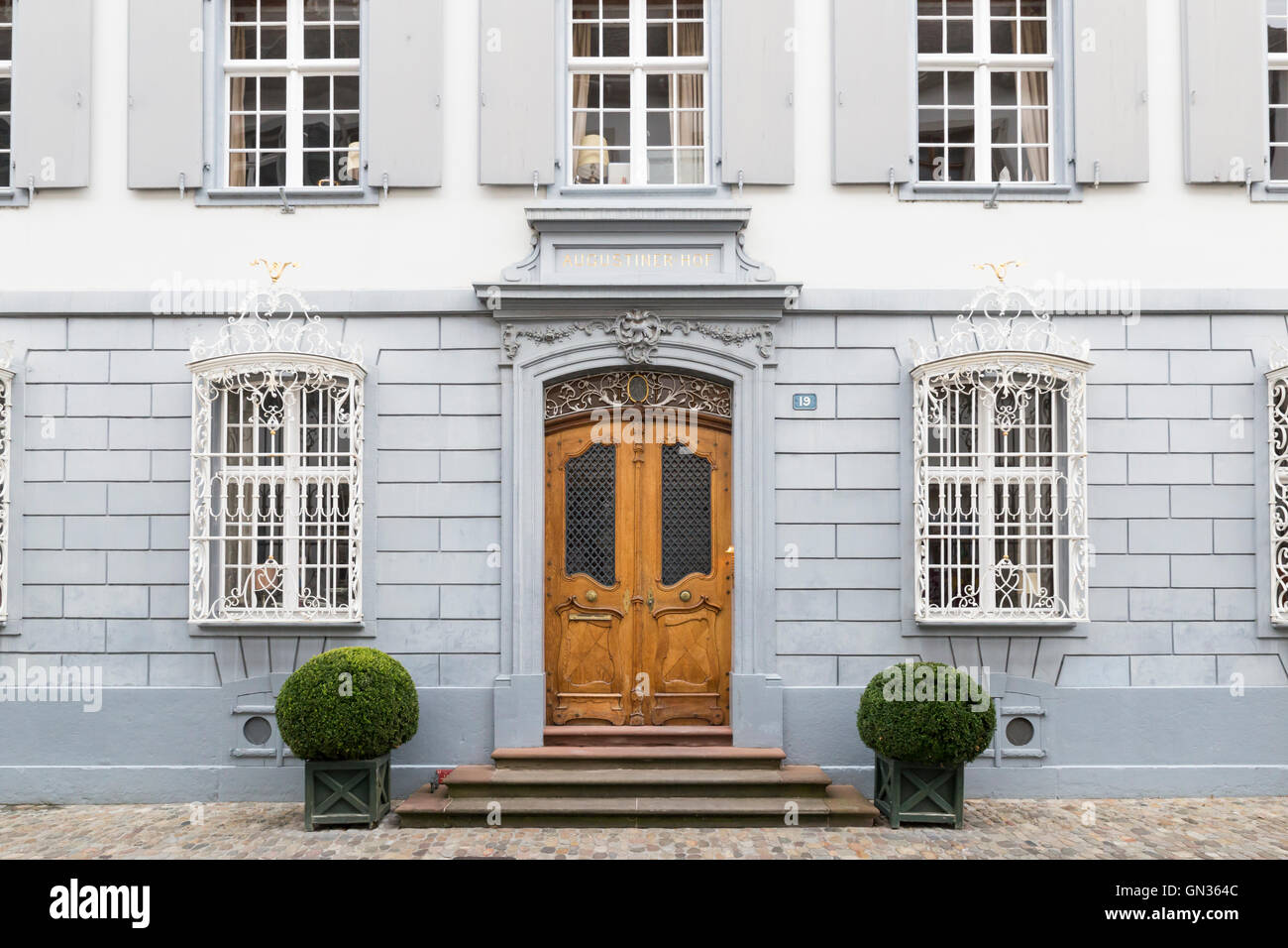 Carved Door Frame Stock Photos & Carved Door Frame Stock Images - Alamy