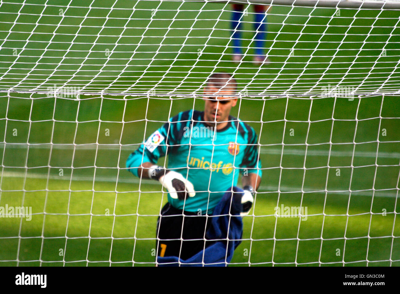FC Barcelona goalkeeper Victor Valdes behind the net in the Camp nou stadium on May 08, 2011 - Stock Image