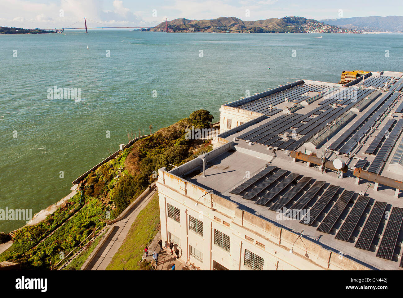 """The longtime home to Al Capone and """"Machine Gun"""" Kelly in San Francisco Bay now houses 1,300 photovoltaic panels - Stock Image"""