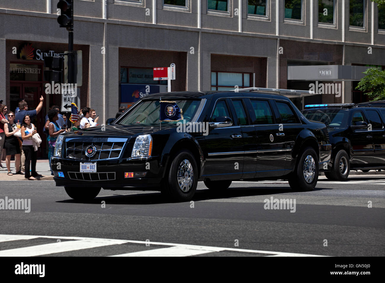 obama administration us presidential state car cadillac one stock photo 116280248 alamy. Black Bedroom Furniture Sets. Home Design Ideas