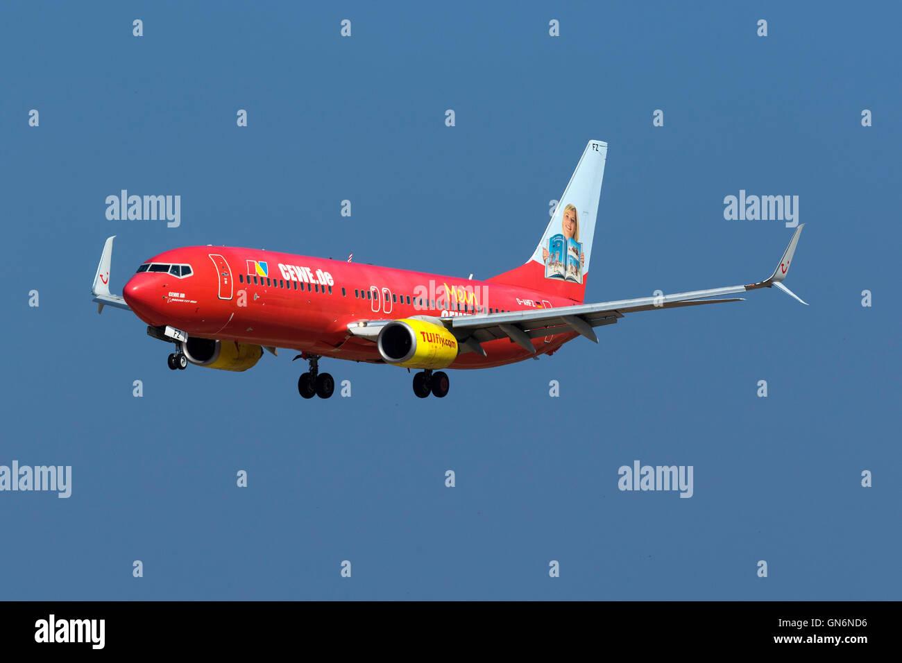 TUIfly Boeing 737-8K5 [D-AHFZ] in special CEWE.de color scheme on finals runway 31. - Stock Image
