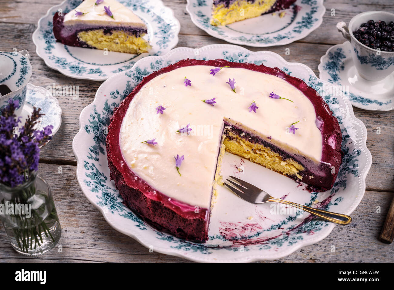 Cake with cream cheese and blueberries - Stock Image