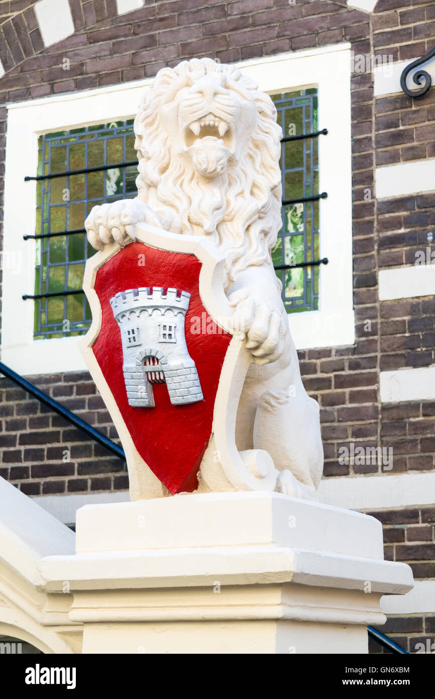 Sculpted lion with coat of arms in front of town hall of Alkmaar, North Holland, Netherlands - Stock Image