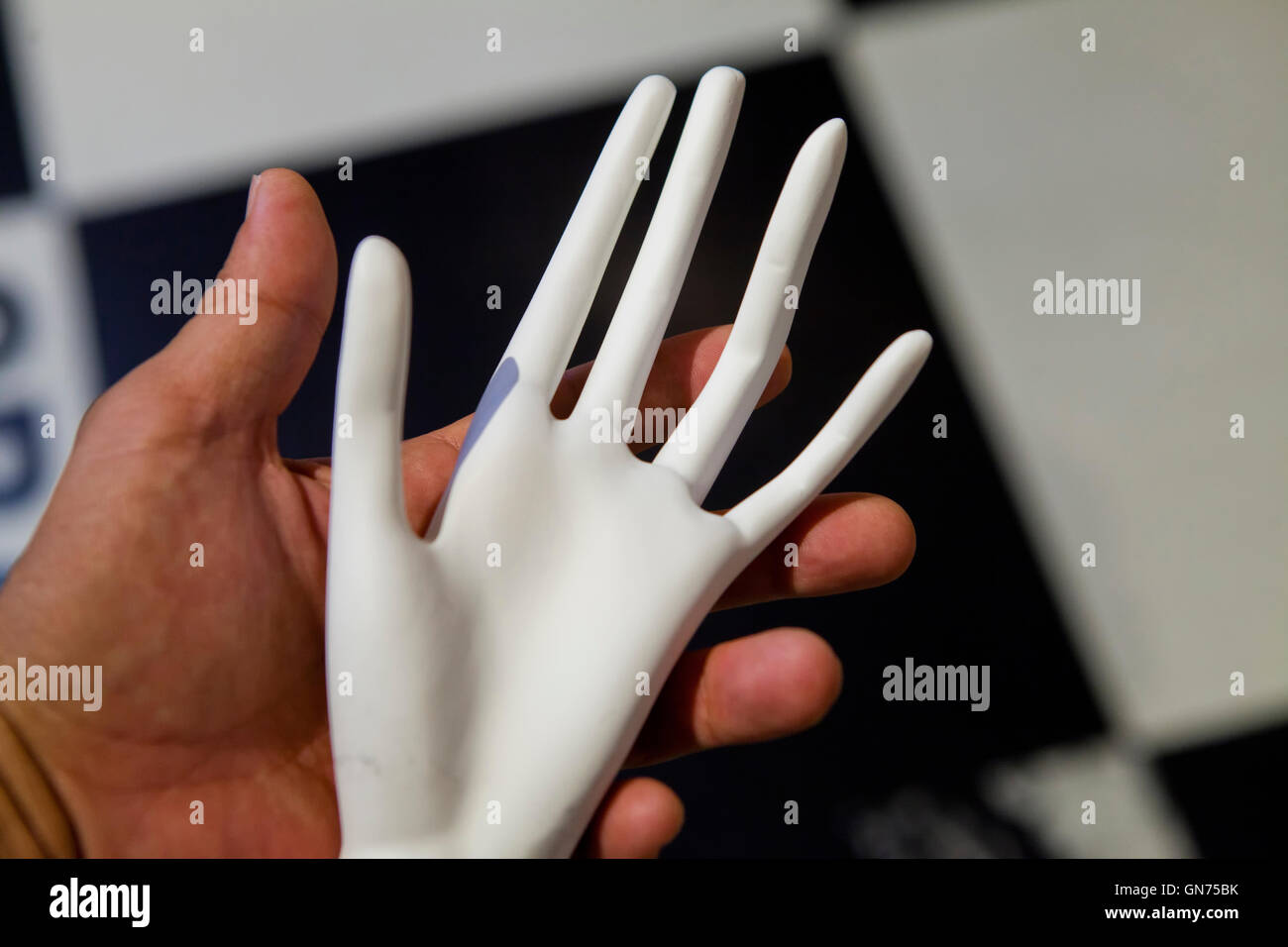 Man holding skinny mannequin hand Stock Photo: 116327895 - Alamy