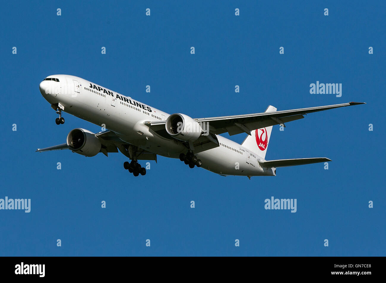 Japan Airlines Boeing 777-346ER (registration JA740J) approaches San Francisco International Airport (SFO) over - Stock Image