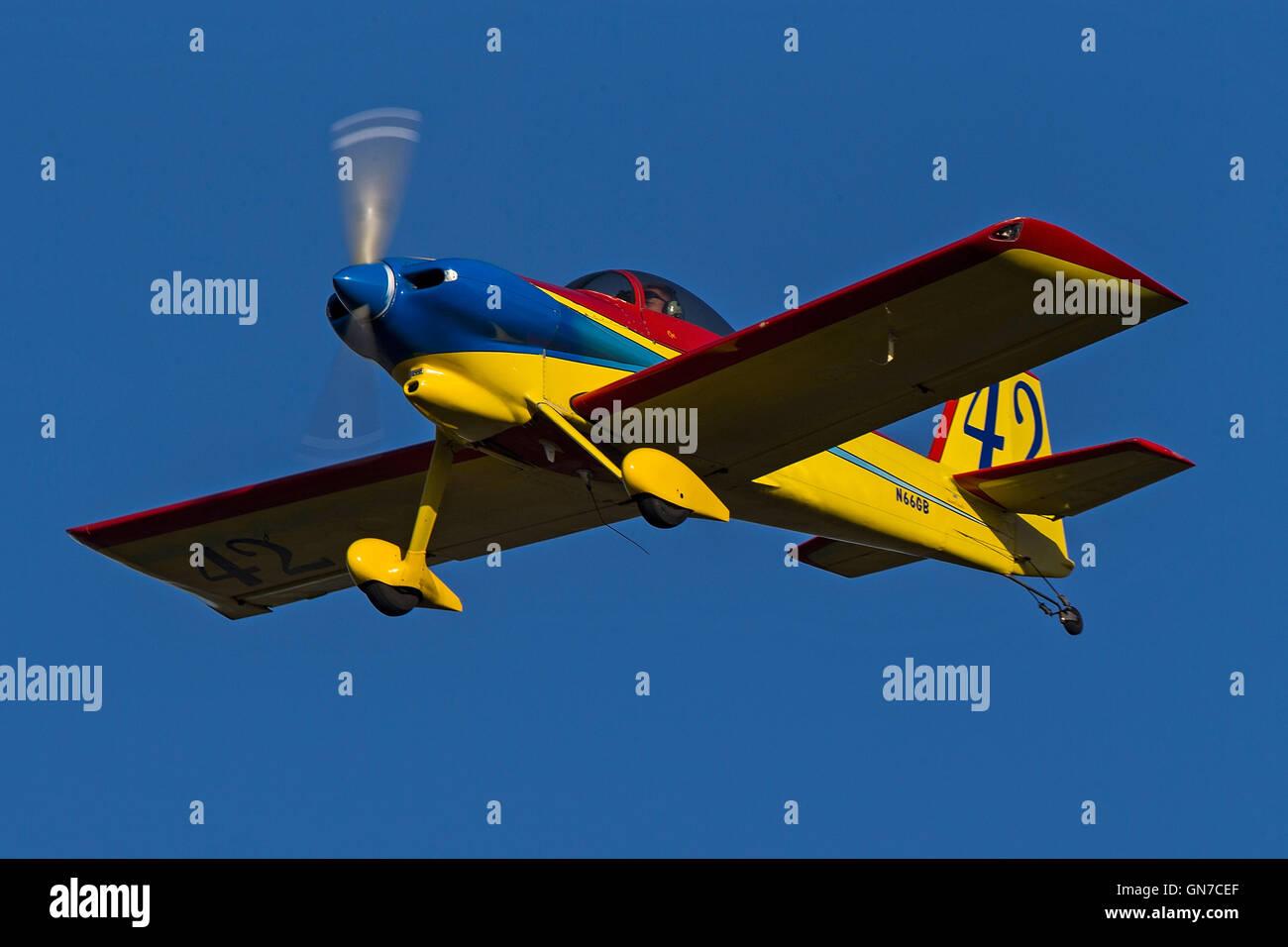 Van's Aircraft RV-3A (N66GB) lands at Palo Alto Airport (KPAO), Palo Alto, California, United States of America - Stock Image
