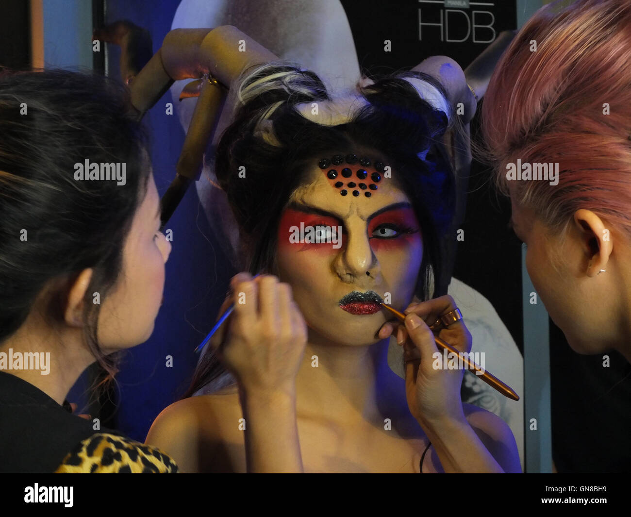 Pasay City, Philippines. 28th Aug, 2016. Make up and Prosthetic artist, putting finishing touches on the face of a female model at the Asia Pop Comicon ...