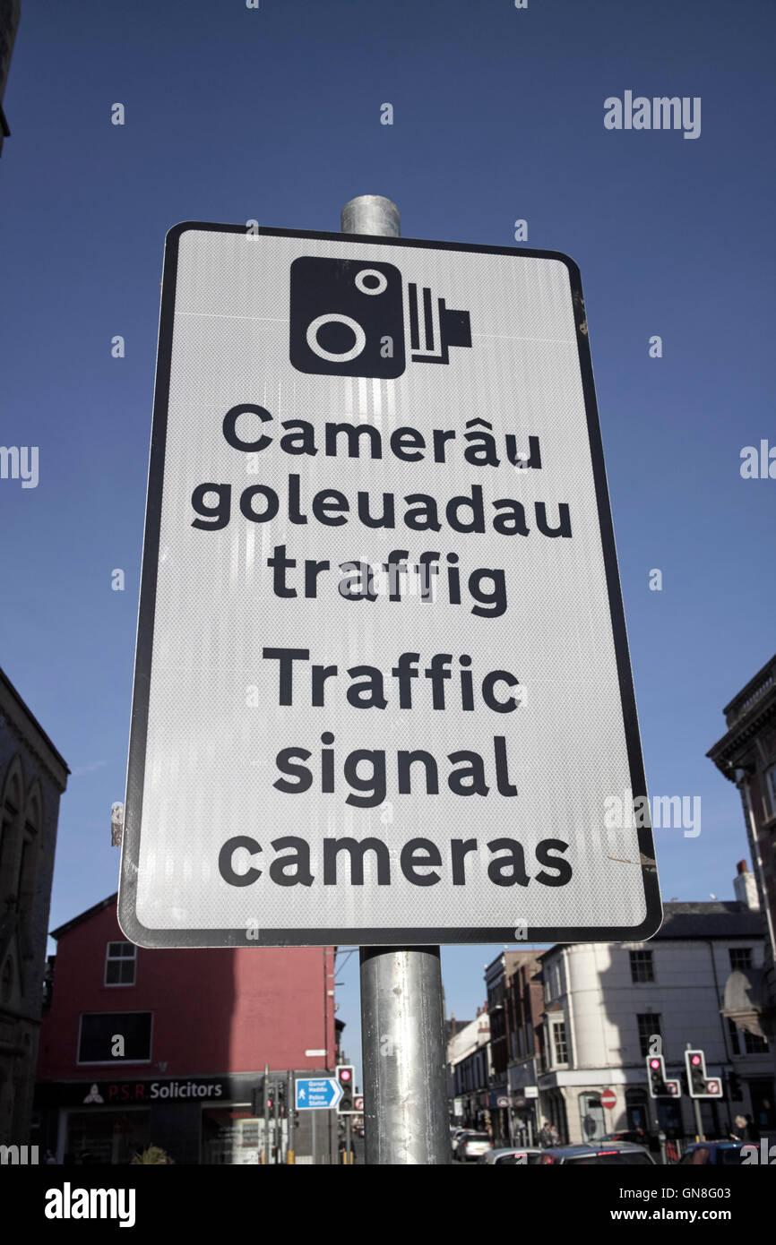 Bilingual welsh english road traffic signal cameras sign - Stock Image