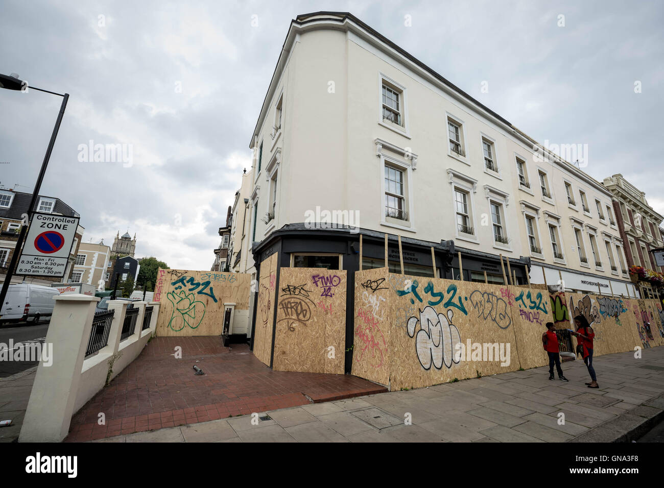 London, UK. 29th August 2016. Boarded-up local shops and residential property seen during Notting Hill Carnival - Stock Image
