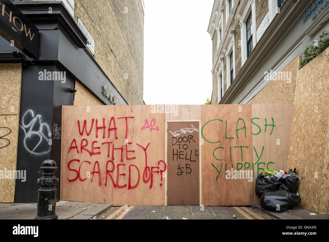 London, UK. 29th August 2016. Boarded-up local resident property seen during Notting Hill Carnival 2016. Angry residents - Stock Image