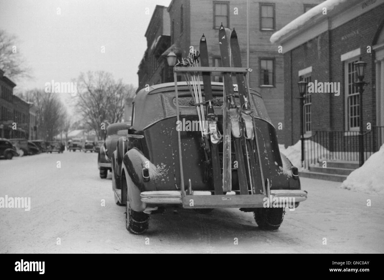 Skis on Ski Rack attached to Car Trunk, Woodstock, Vermont, USA, Marion Post Wolcott for Farm Security Administration, - Stock Image