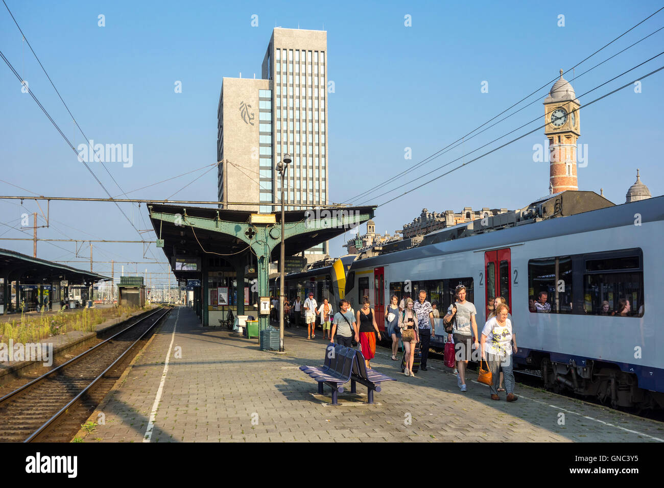 Passenger train at platform in the Gent-Sint-Pieters / Saint Peter's railway station in Ghent, East Flanders, - Stock Image