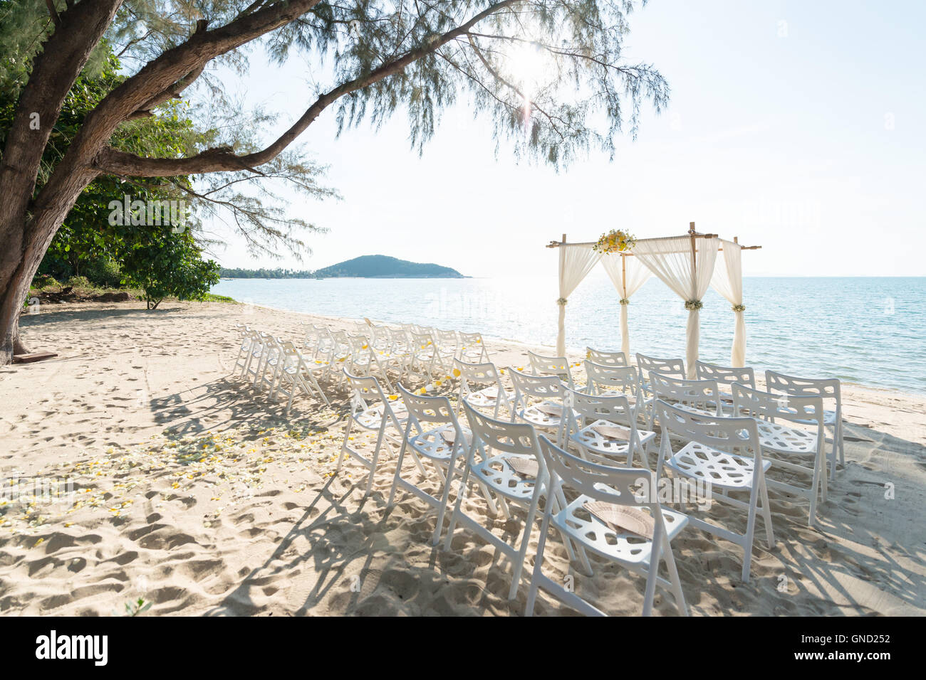 Simple style wedding arch and decoration venue setup on tropical simple style wedding arch and decoration venue setup on tropical beach outdoor beach wedding junglespirit Gallery