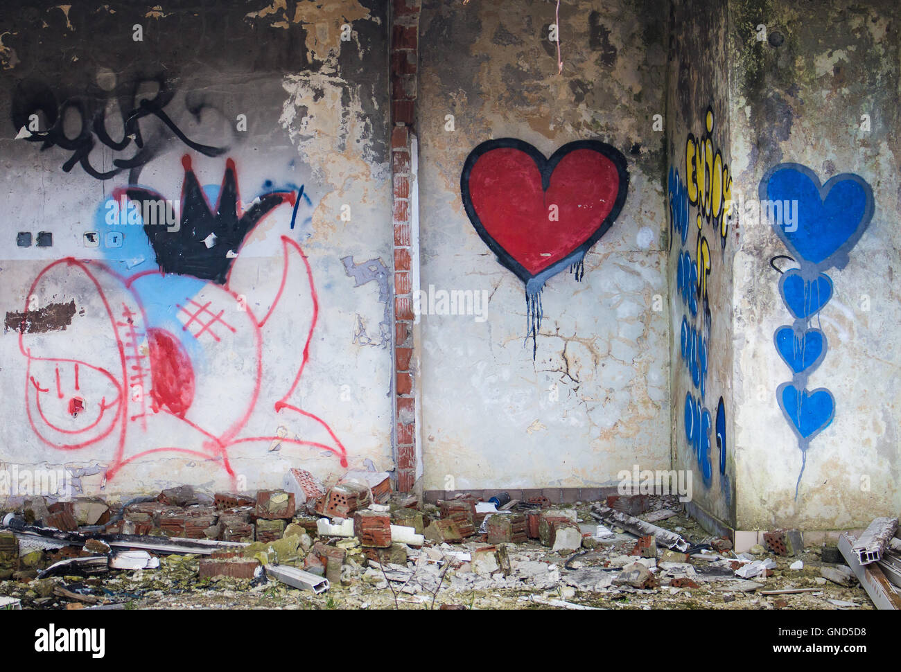 Red And Blue Hearts Graffiti Painted On The Wall In
