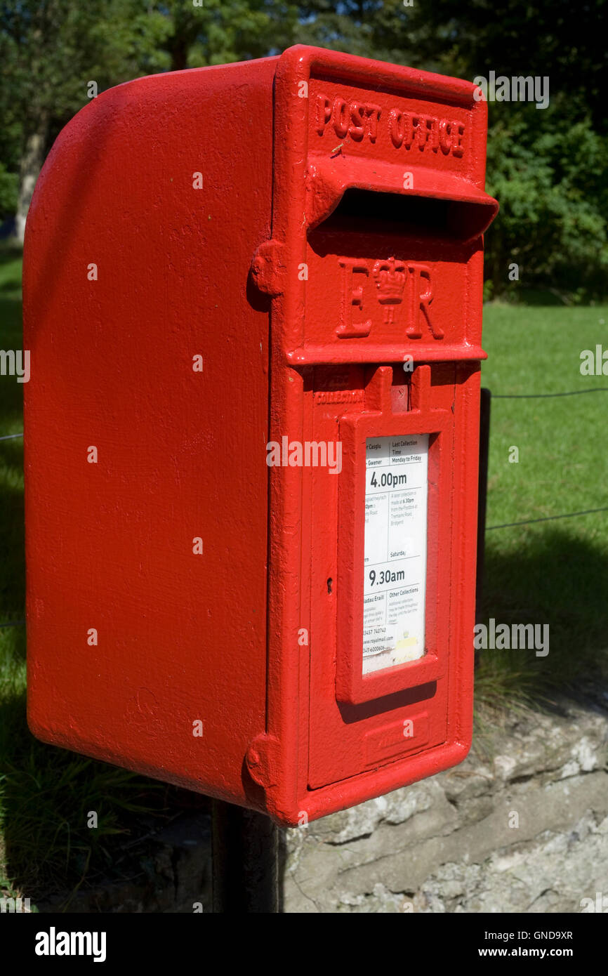 Red Royal Mail post box in Merthyr Mawr - Stock Image