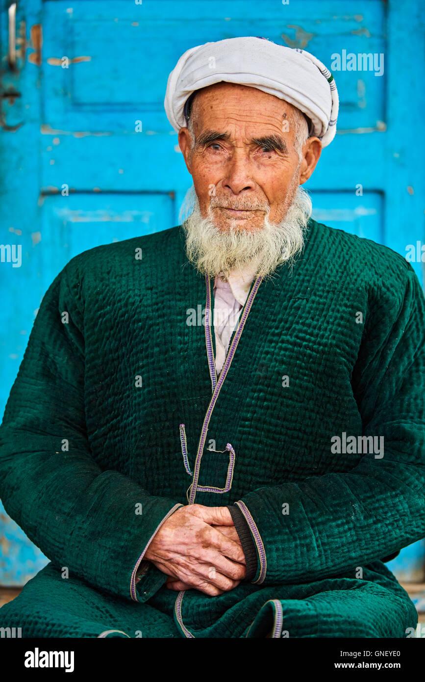 Uzbekistan, Kachka Daria region, near Chakhrisabz, Uzbek man Stock Photo