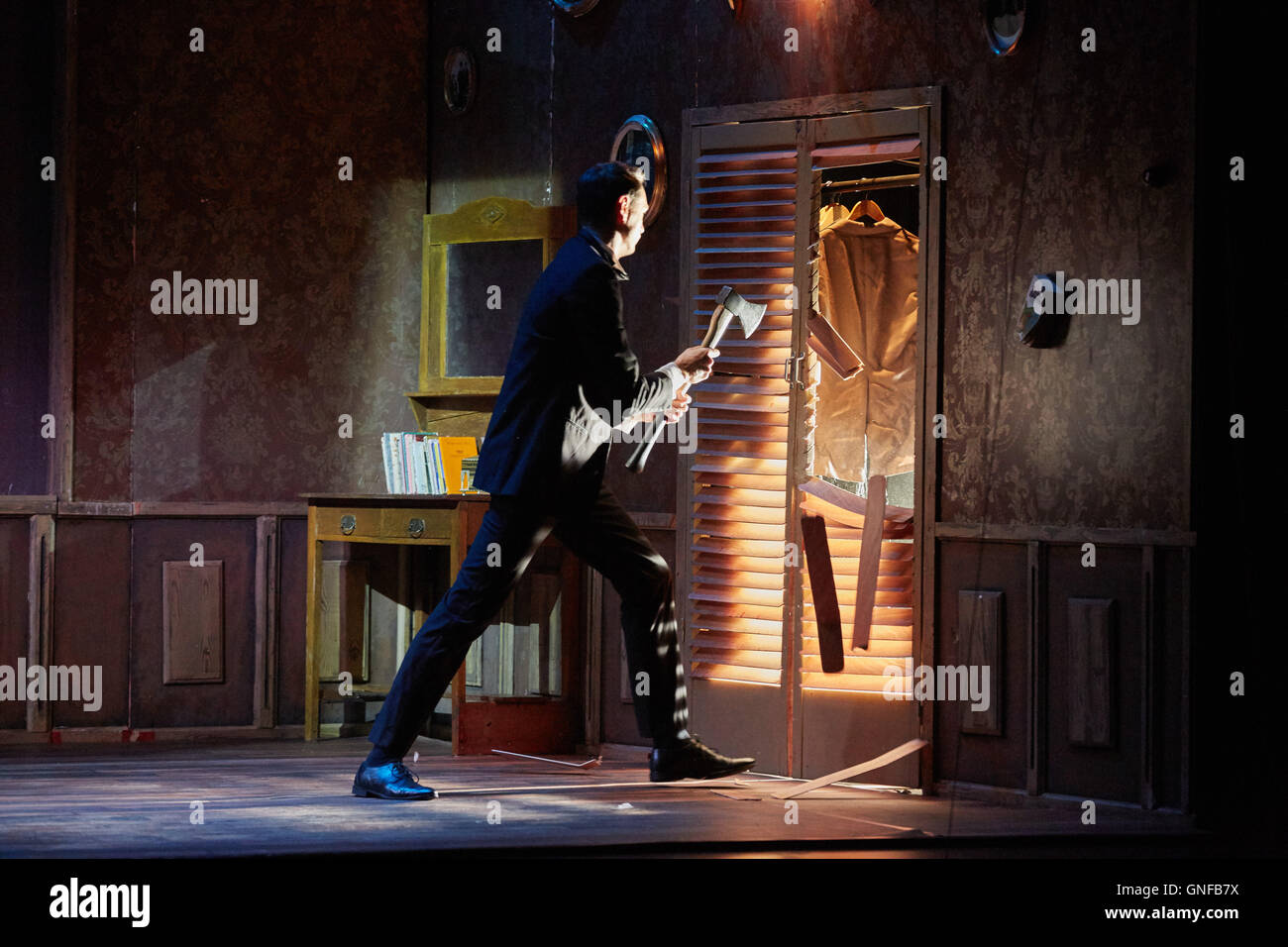 Hamburg, Germany. 30th Aug, 2016. Actor Reinier Schimmel performs with an axe during a press rehearsal of the German - Stock Image