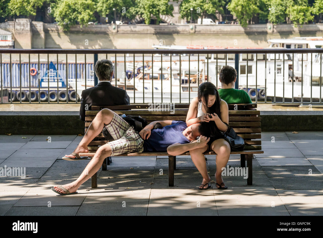 London, UK. 30th August, 2016. UK Weather: Taking an afternoon nap by the Thames River during the heatwave on a - Stock Image