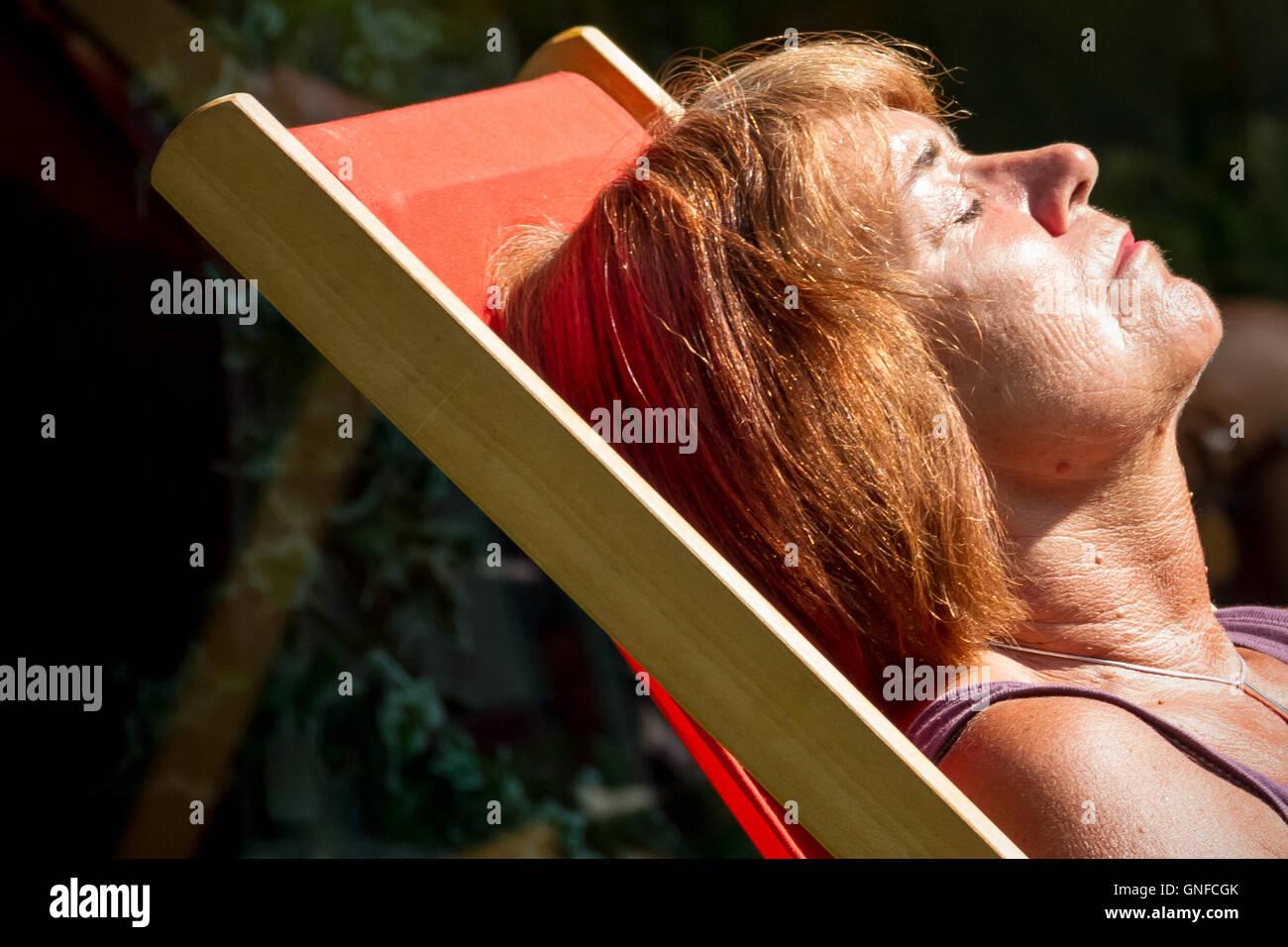 London, UK. 30th August, 2016. UK Weather: Londoners enjoy the city heatwave Credit:  Guy Corbishley/Alamy Live - Stock Image