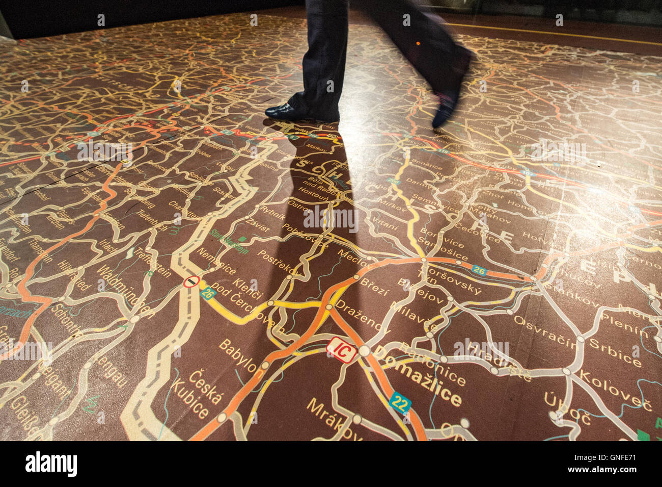Schonsee, Germany. 10th Aug, 2016. A woman walks on a giant map on the floor of the Bavarian-Bohemian culture centre - Stock Image