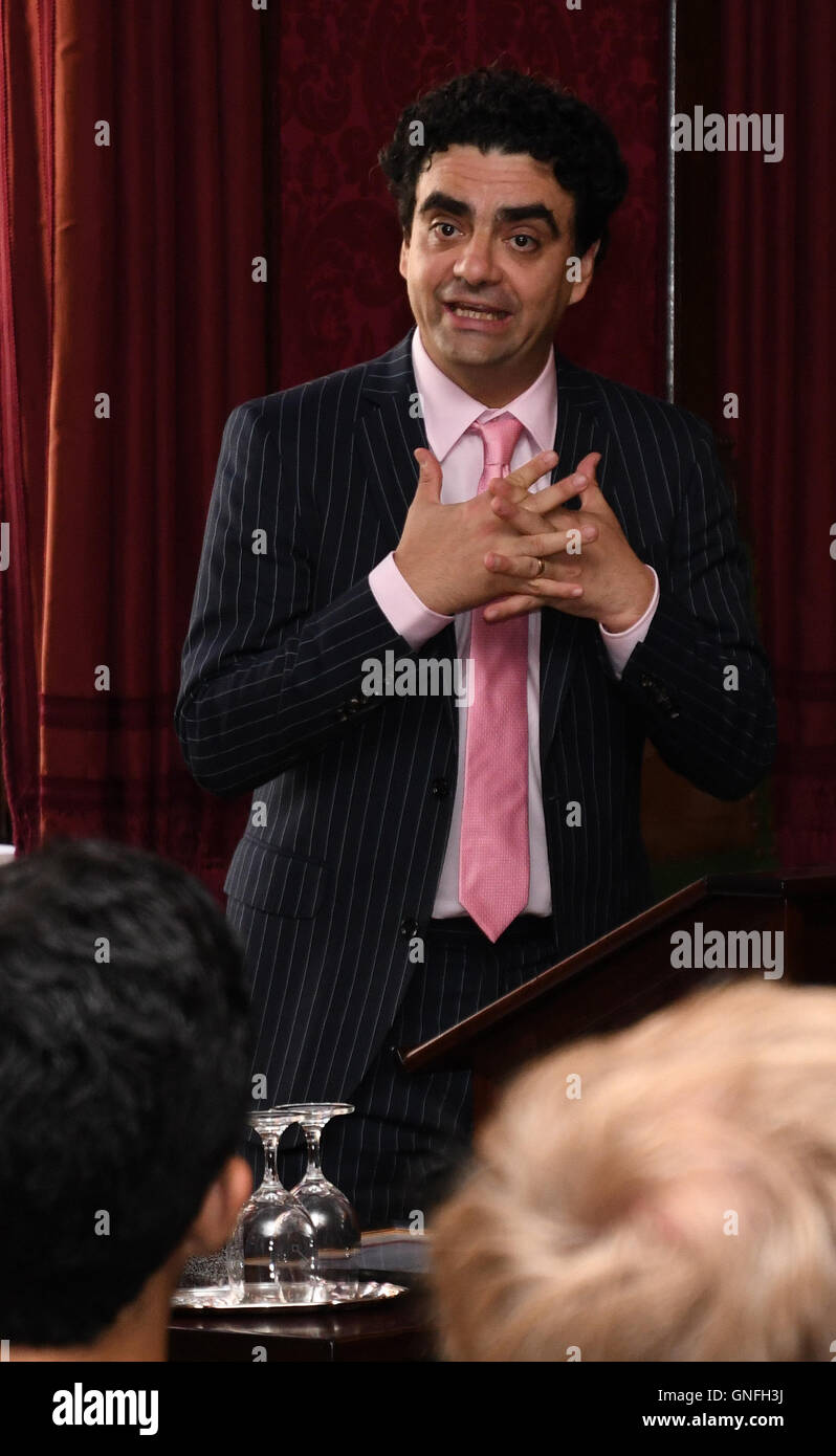 Bremen, Germany. 31st Aug, 2016. Star tenor Rolando Villazon speaking after being presented with the prize of the - Stock Image