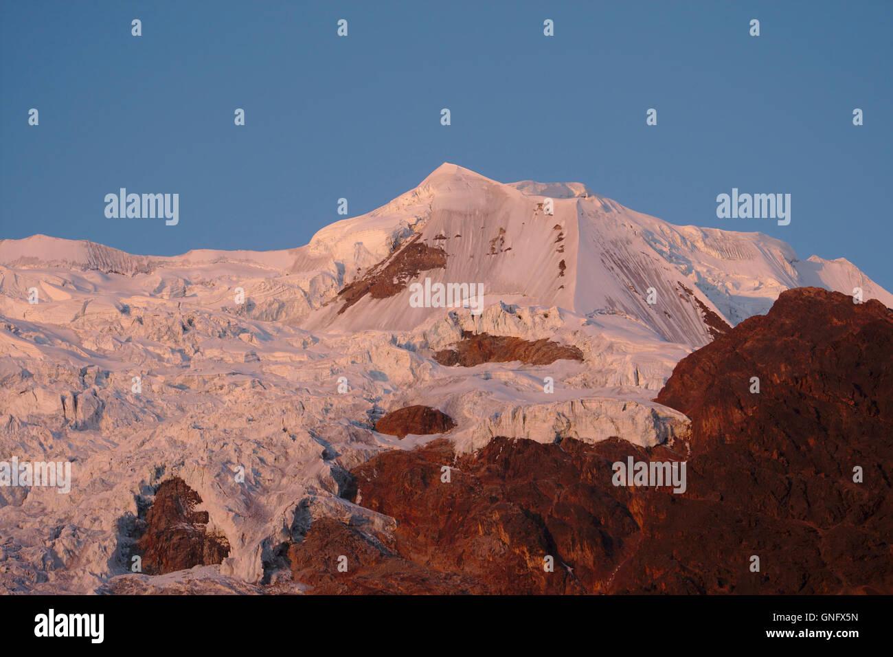 Illimani (side peak) from Base Camp, sunset afterglow, Cordillera Real, Bolivia - Stock Image
