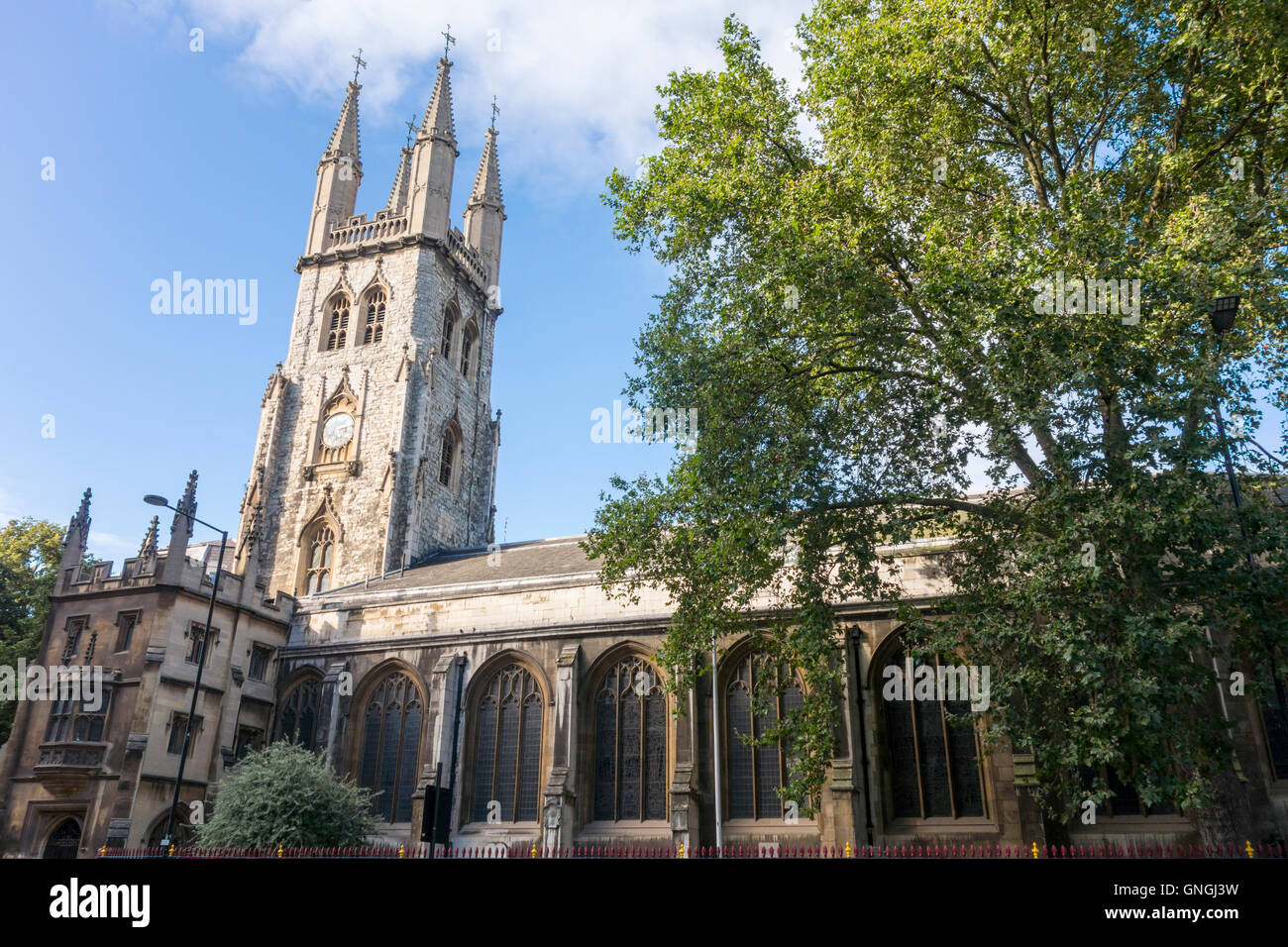 St Sepulchre's Church. 17th-century church, Holborn Viaduct, City of London, UK - Stock Image