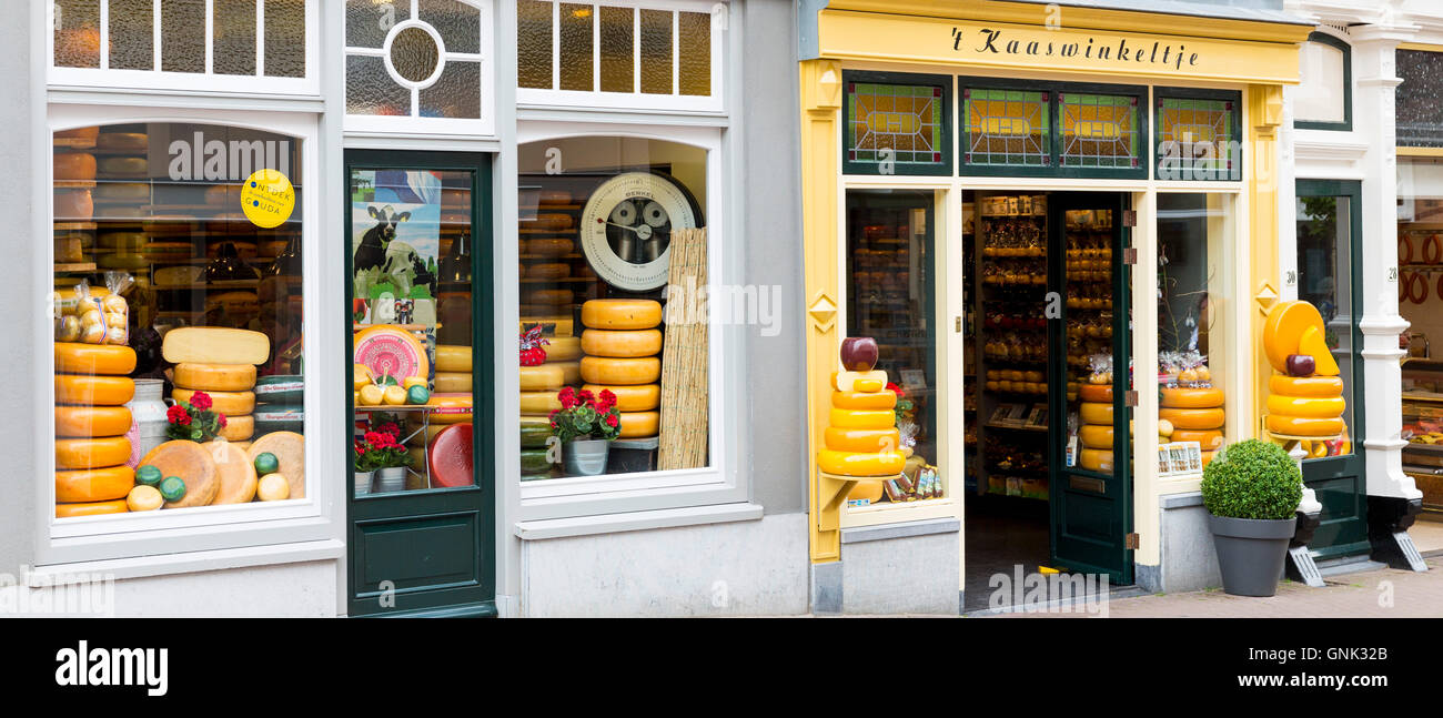 Shop front frontage of cheese shop 't Kaaswinkeltje in Lange Tiendeweg Gouda, Holland, The Netherlands - Stock Image
