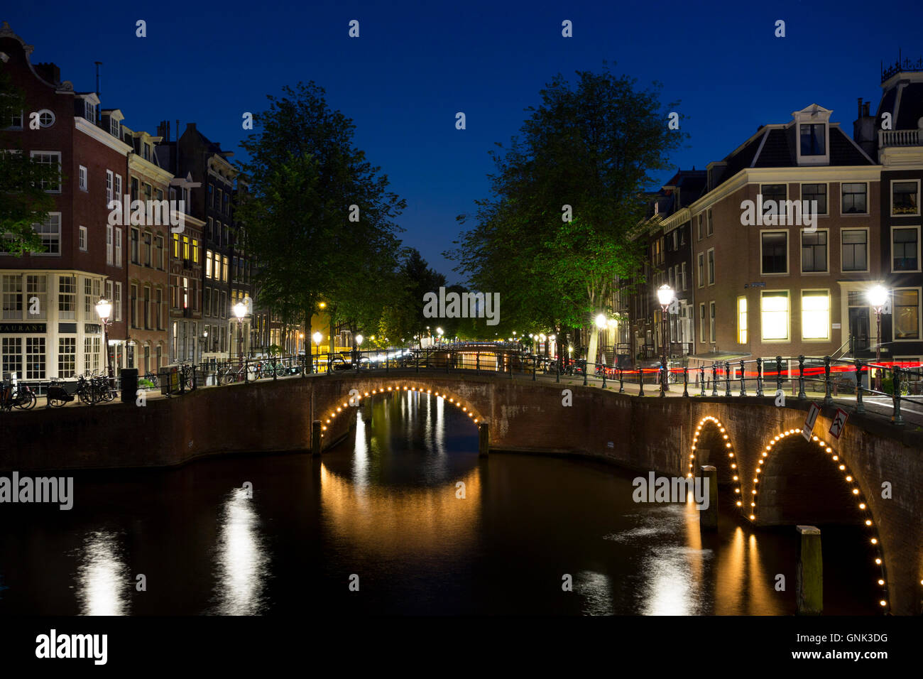 Canal and bridges - Kaisersgracht and Leidsegracht, canal ring area, Jordaan district, Amsterdam - Stock Image