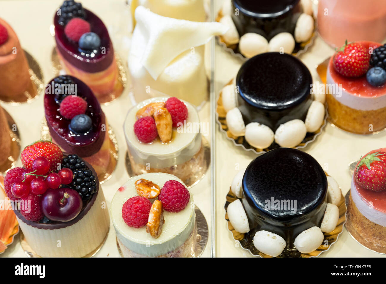Luxury fruit cakes at Pompadour in Huidenstraat in the Nine Streets shopping district, Amsterdam - Stock Image
