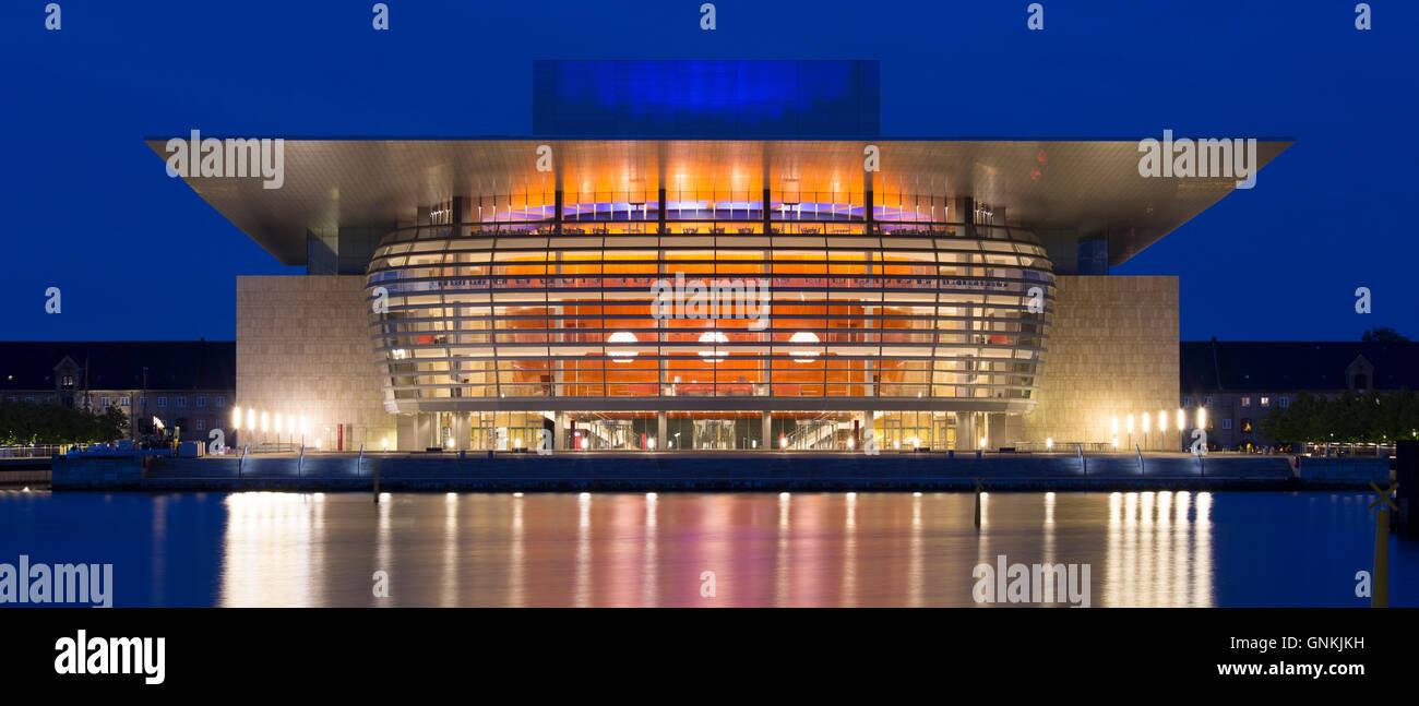 Ultra modern illuminated waterside Opera House by architect Henning Larsen in Copenhagen, Denmark - Stock Image